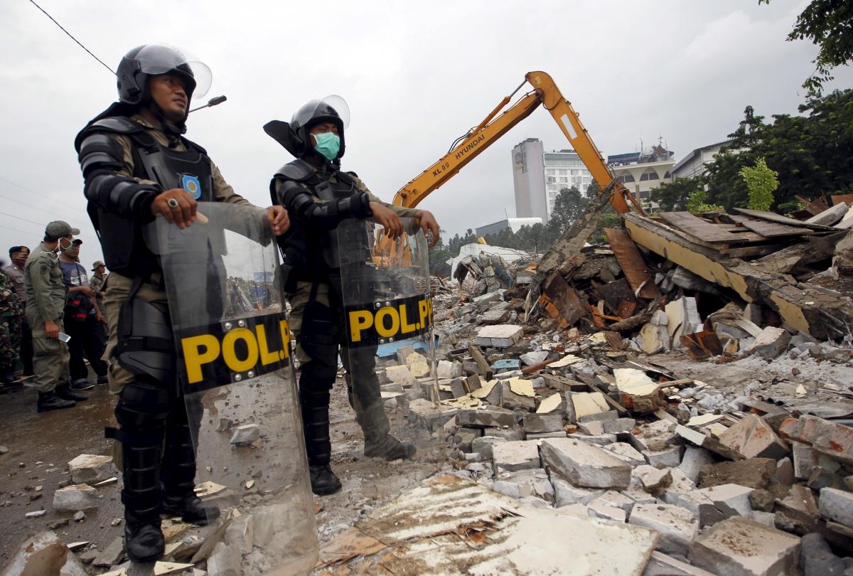 police watch kalijodo demolition