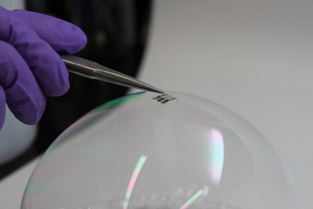 world's lightest solar cell MIT