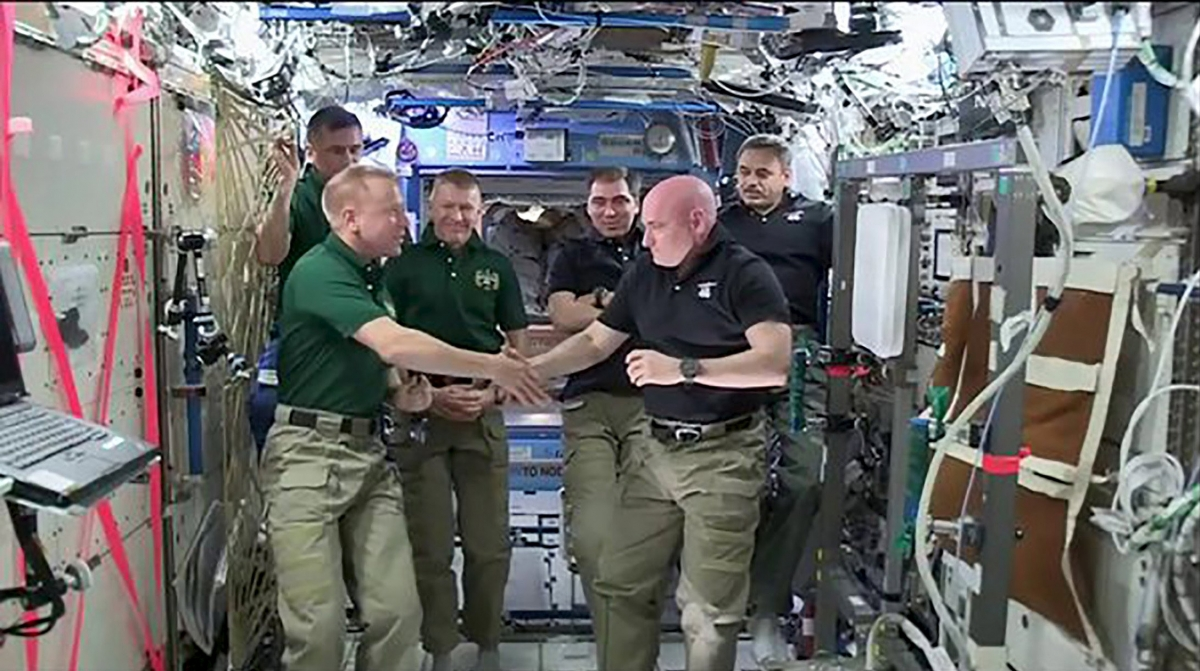 which astronaut remained in the space for the longest period of time - photo #41