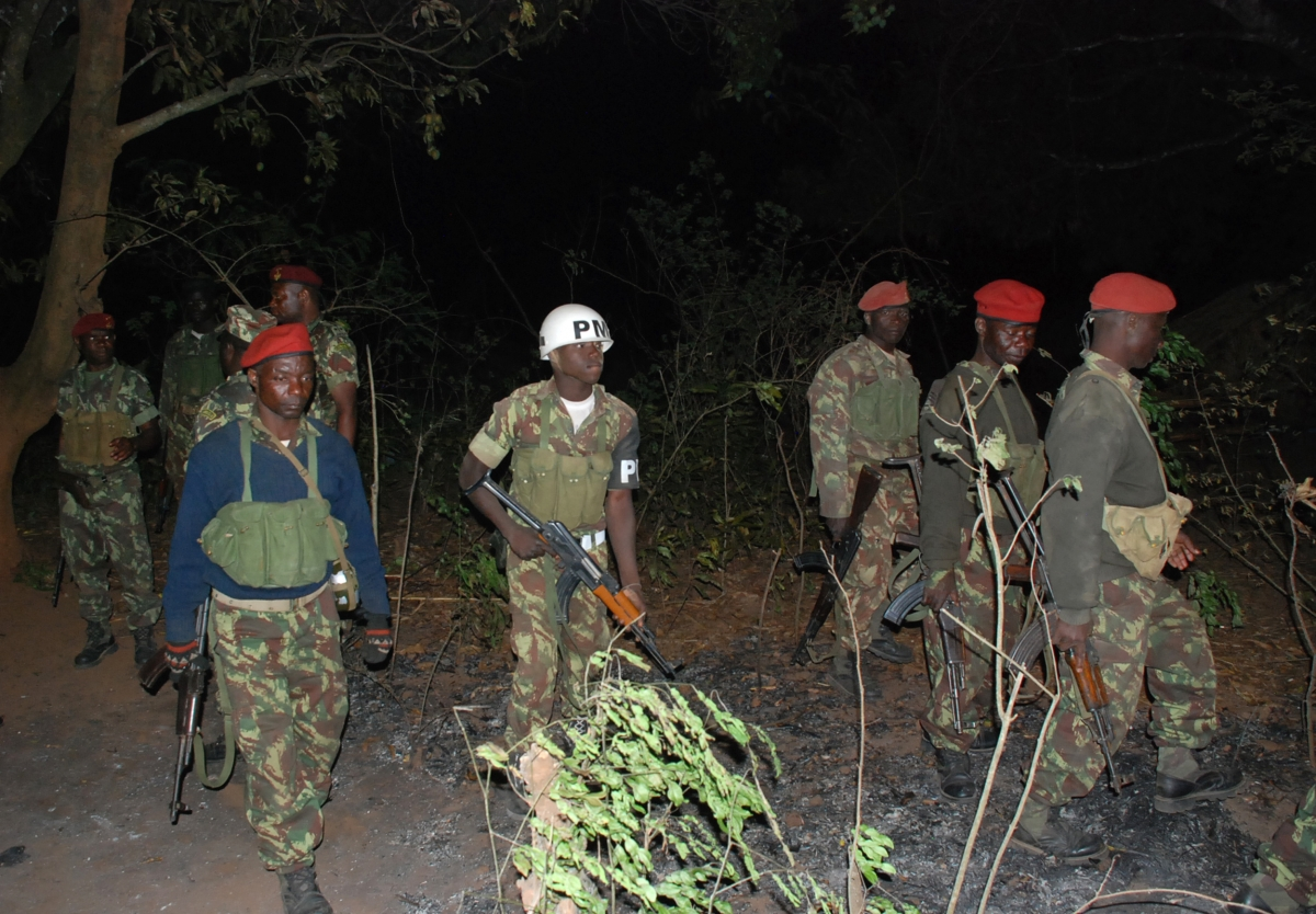 Frelimo troops patrol Renamo area