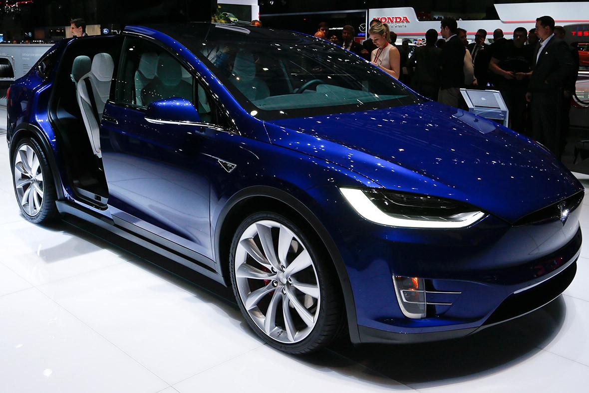 Geneva Motor Show 2016 Tesla Model X P90D