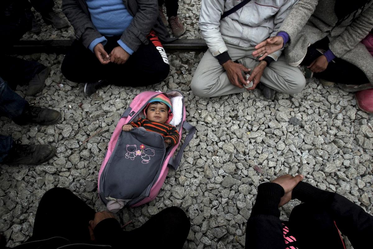 migrant baby greece macedonia border 2016