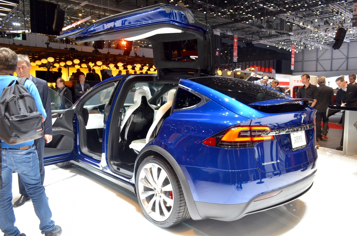 California Lemon Law >> Tesla customer sues company over automatic door problems ...
