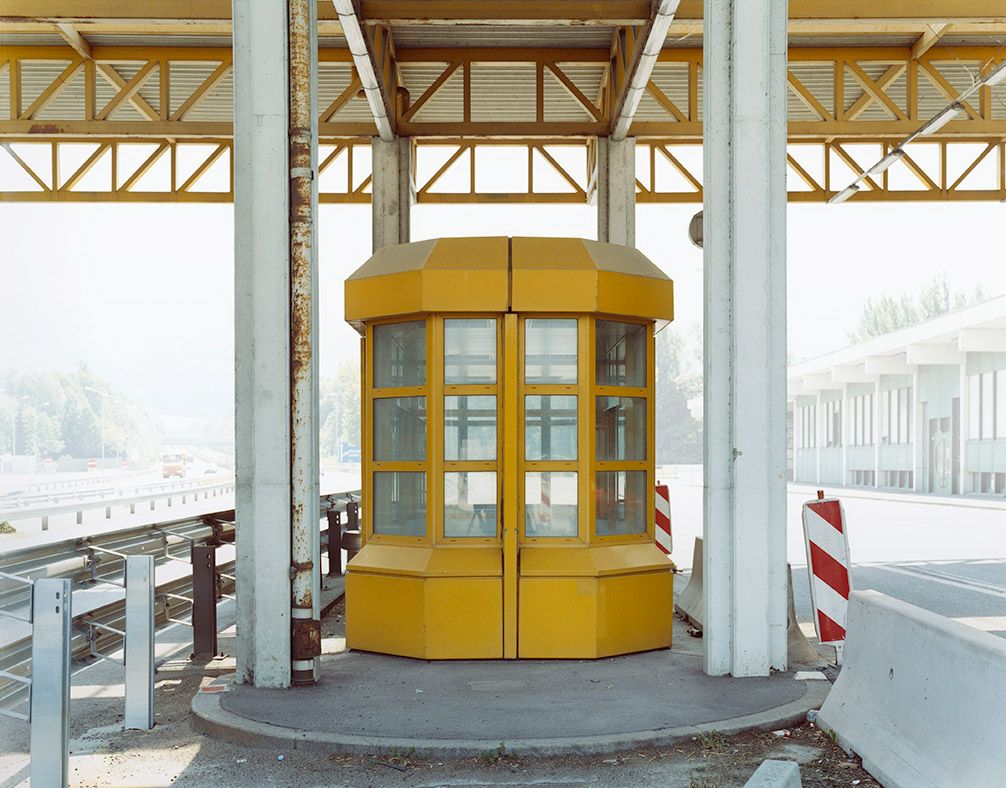 Ubergang josef schulz 39 s photos of disused border posts for Poolrand gestalten