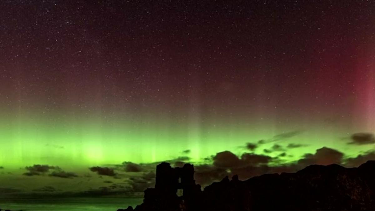 Photos : The Aurora Borealis Dance in The Night Sky - Foto ...  Night Sky Aurora Colorado