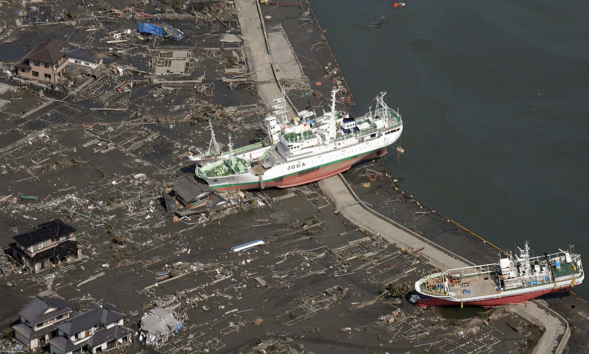 Japan tsunami 2011 twitter