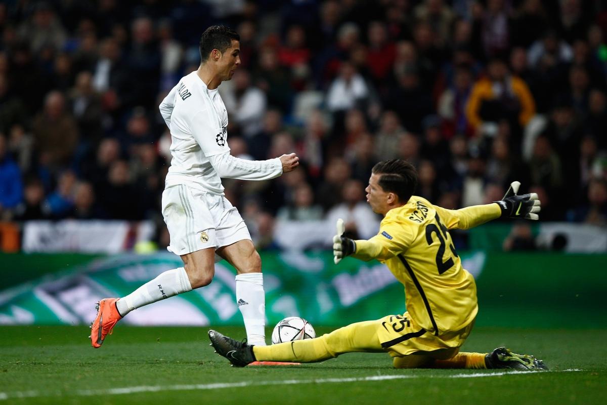 Ronaldo misses a chance