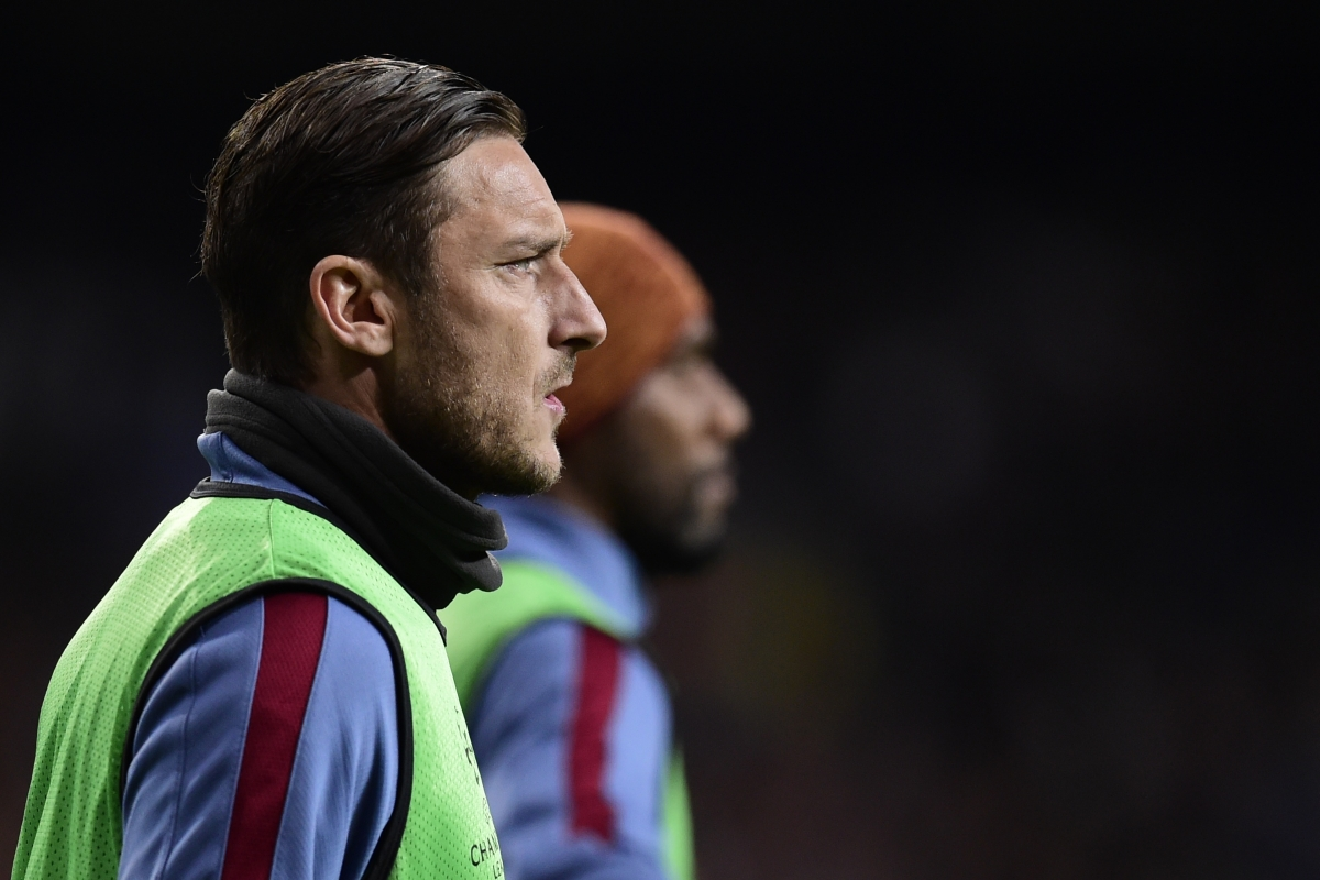 Totti prepares himself to come on