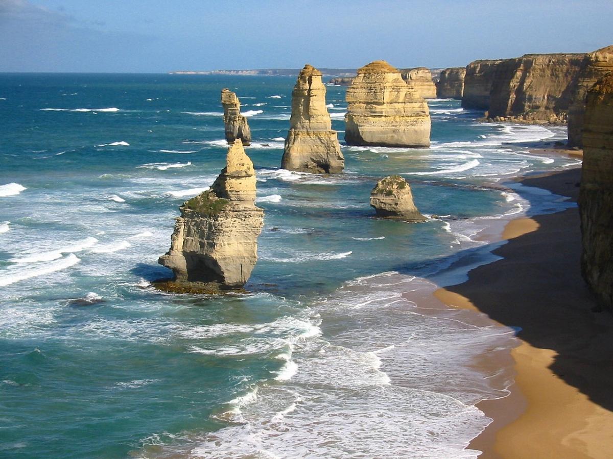 Drowned Apostles: Ancient limestone underwater stacks ...