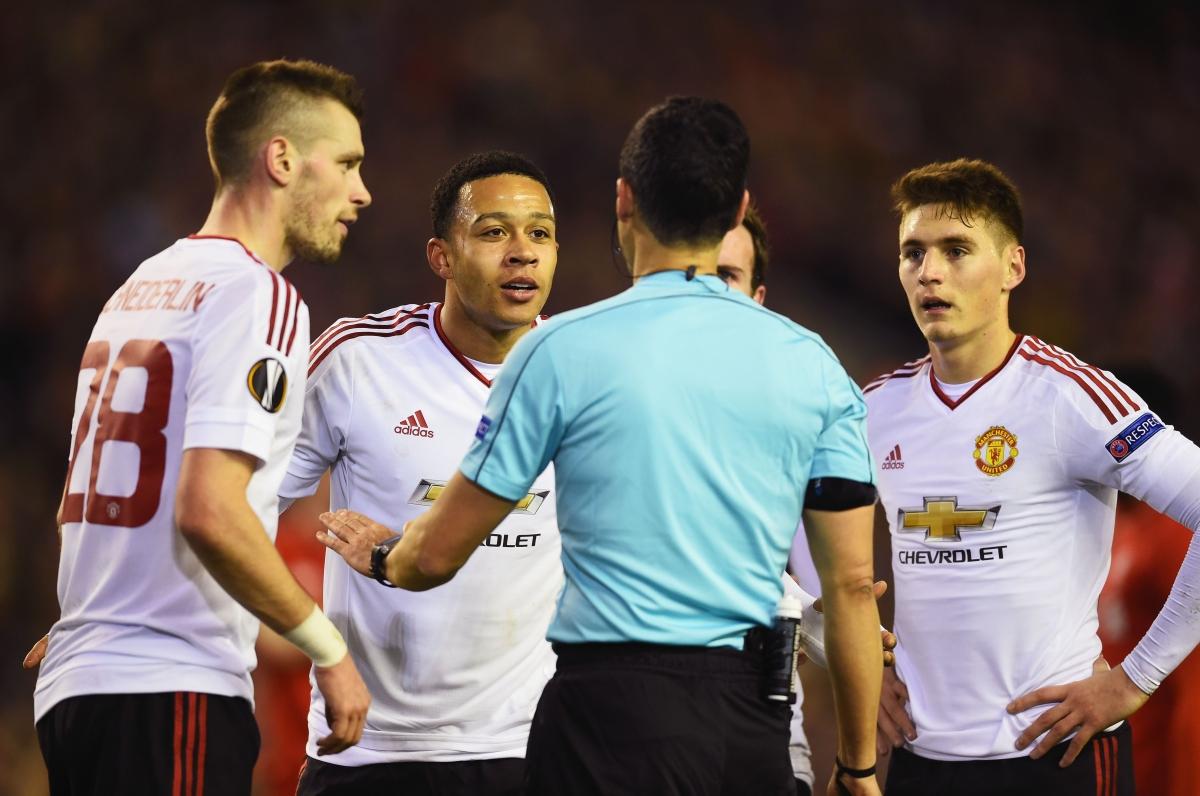 Memphis Depay bemoans the penalty decision