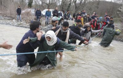Refugees migrants Greece Macedonia