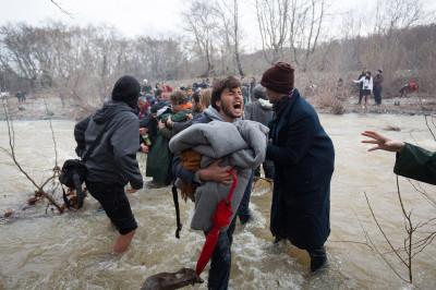 refugees migrants greece macedonia river