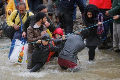 refugees migrants greece macedonia river
