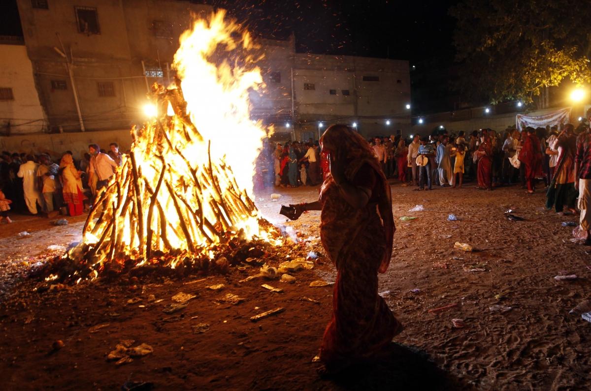 Pakistan holi diwali public holidays