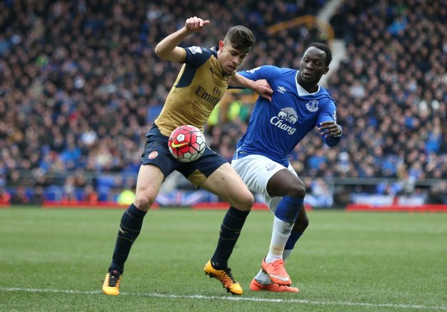 Lukaku tries to win the ball