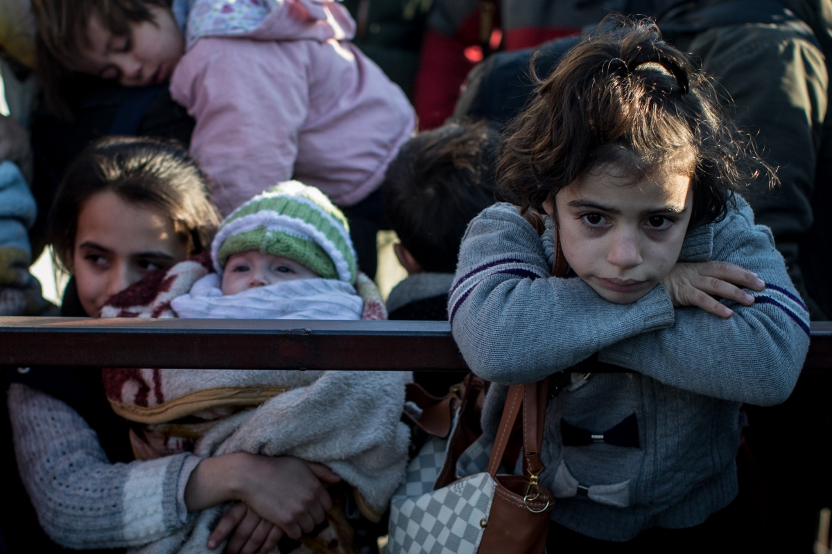 Syrian refugees waiting to cross into Turkey