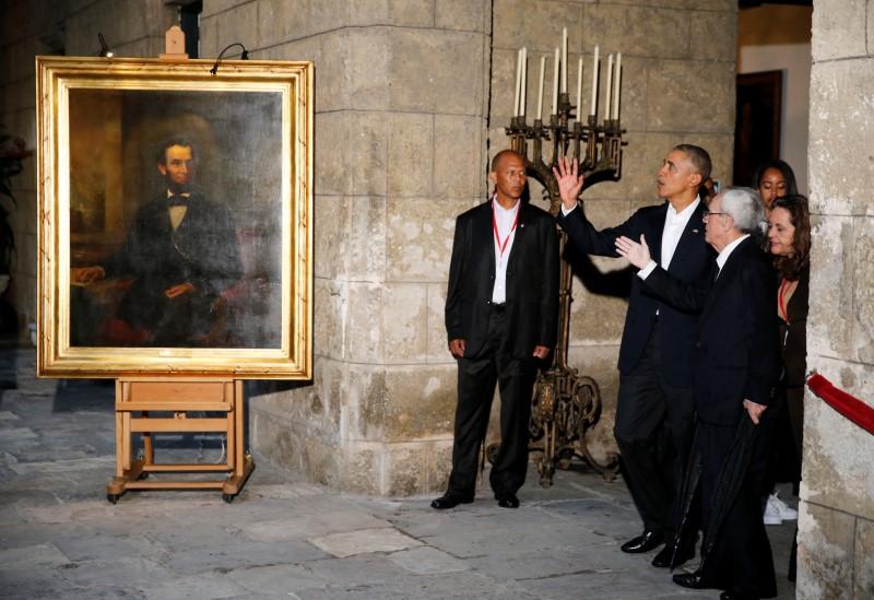 Obama tours Old Havana