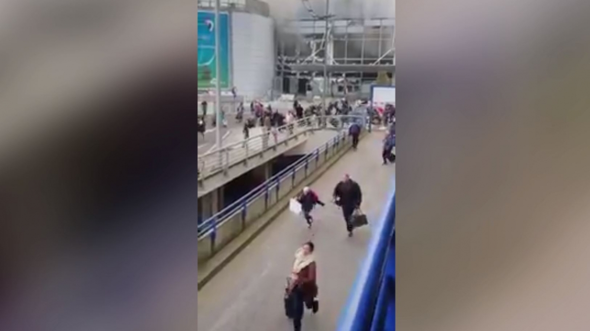 Brussels: Twitter video shows crowds fleeing Zaventem airport after deadly explosions