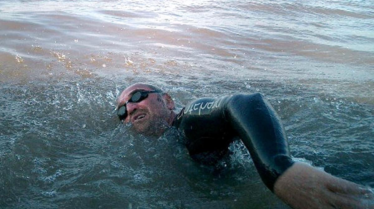 Martin Strel swims the Yangtze
