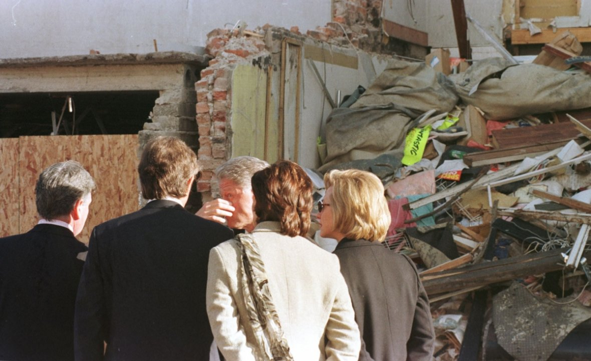Clintons visit Omagh bombing site