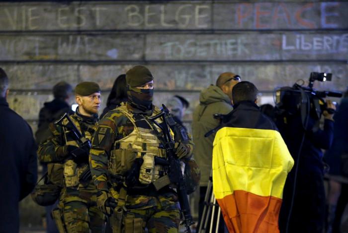 Belgian soldiers at Place de la Bourse
