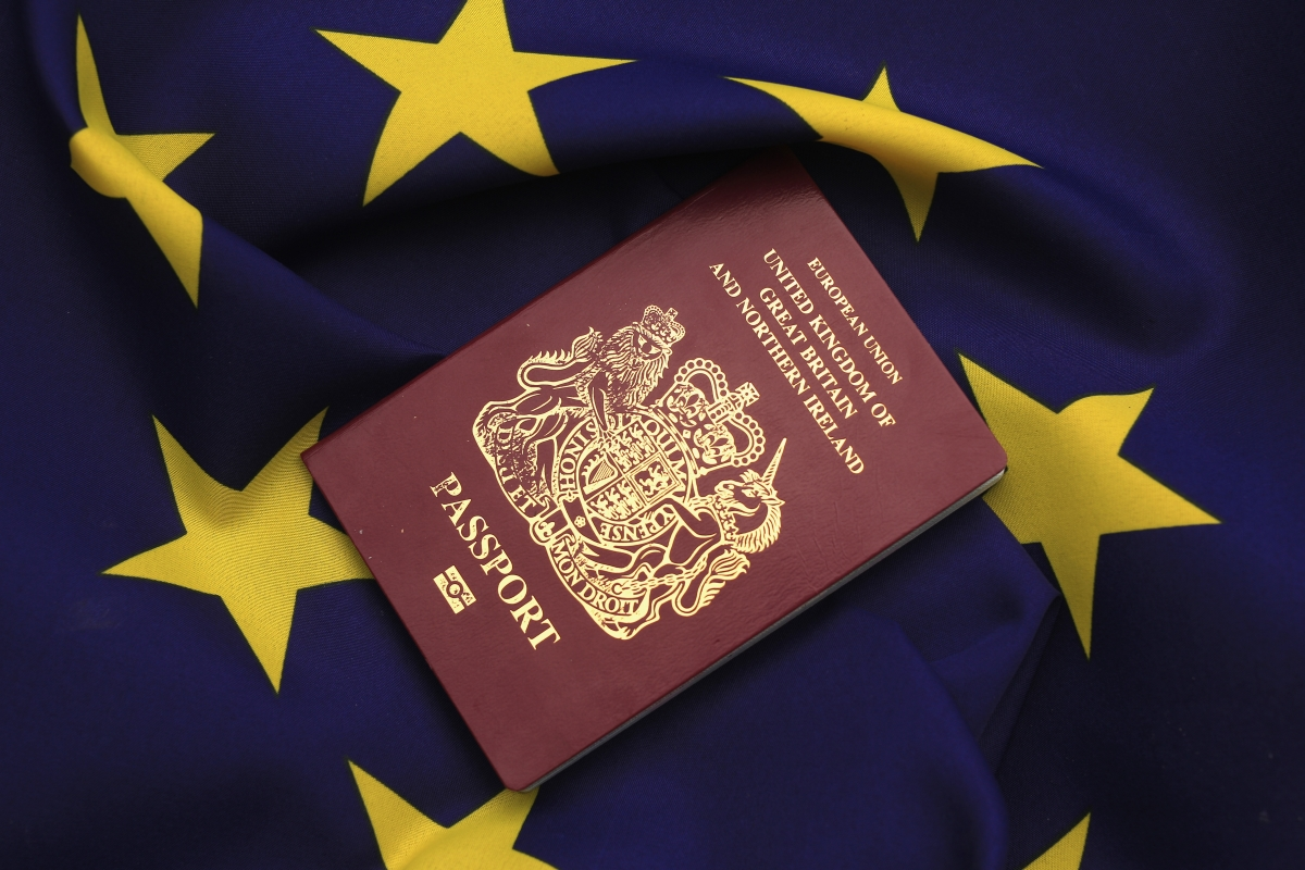 De La Rue embed passport to mobile