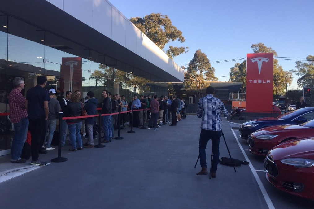 Tesla Model 3 queue