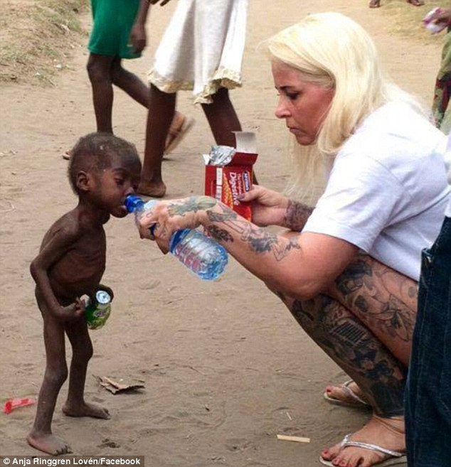 Anja Ringgren Loven cares for Nigerian child