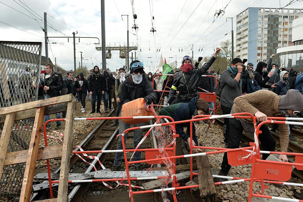 Fransa: İş Reformuna Karşı Öğrenci Protestoları – FotoHaber