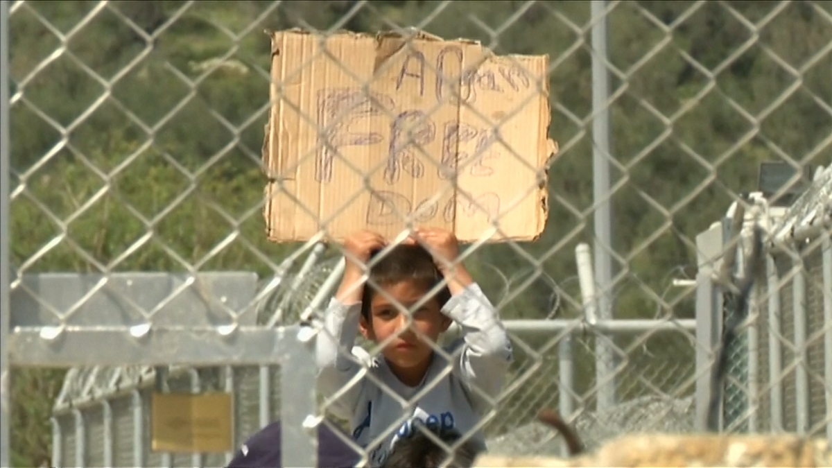 Child refugee in Lesbos