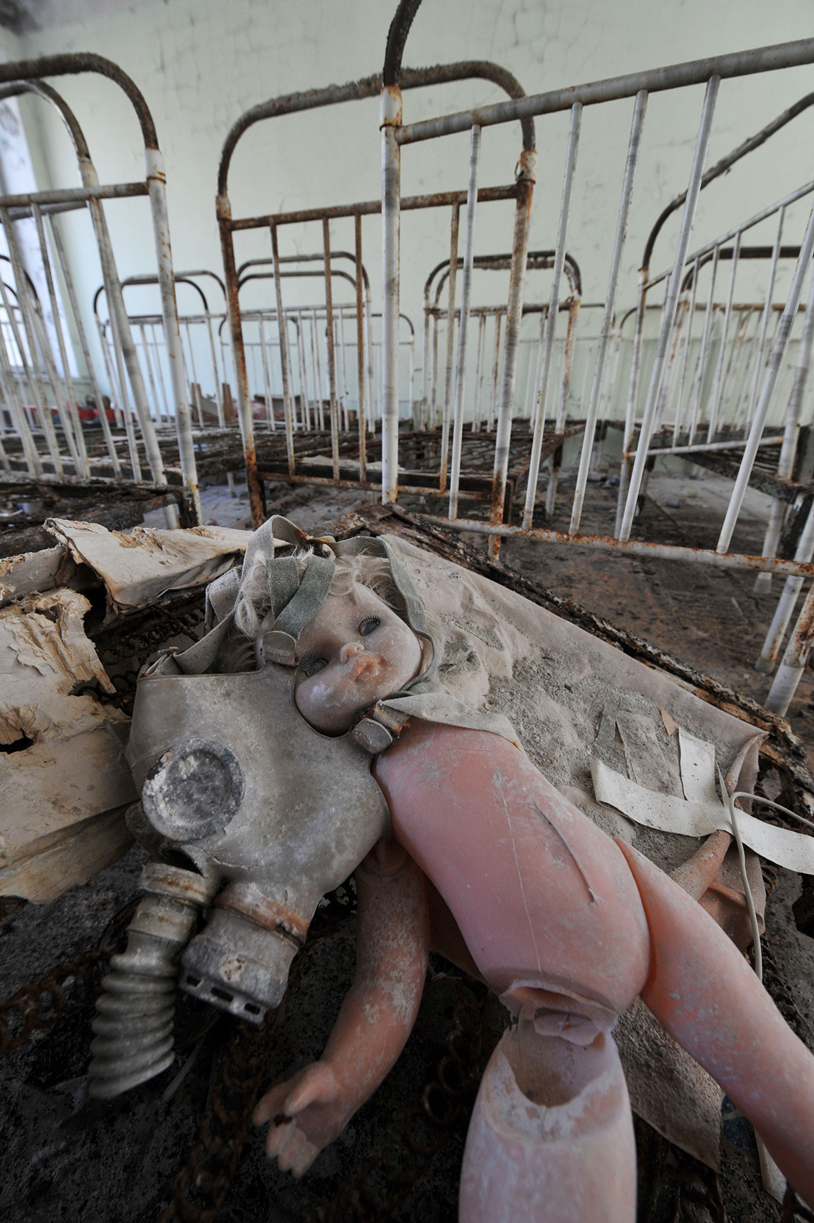 Chernobyl: Haunting photos of abandoned ghost towns 30 years after the nuclear disaster