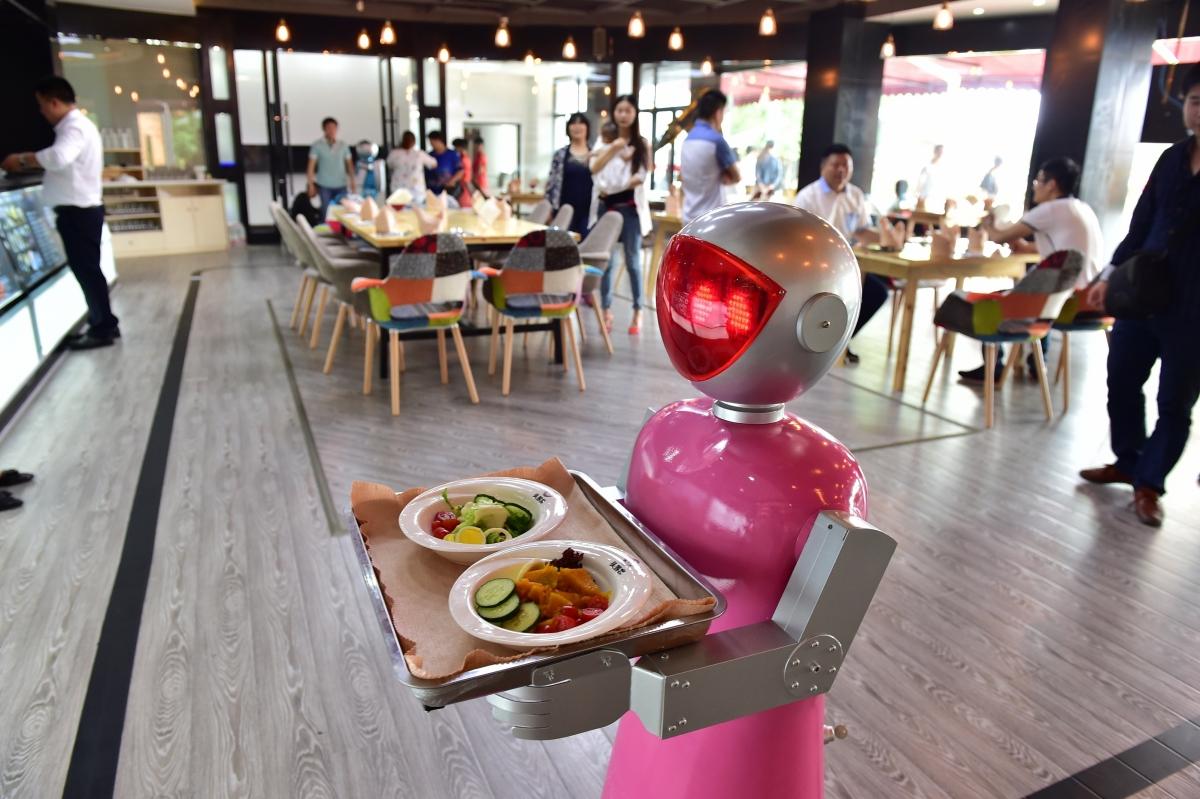 Robot waiter forces restaurant closure