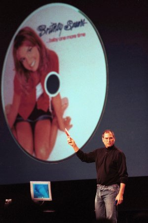 Steve Jobs demonstrating QuickTime in 2000
