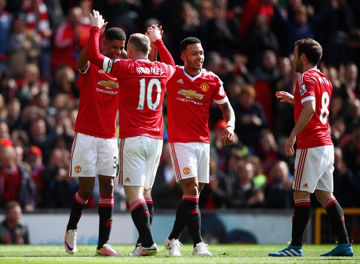 Marcus Rashford celebrates with Wayne Rooney
