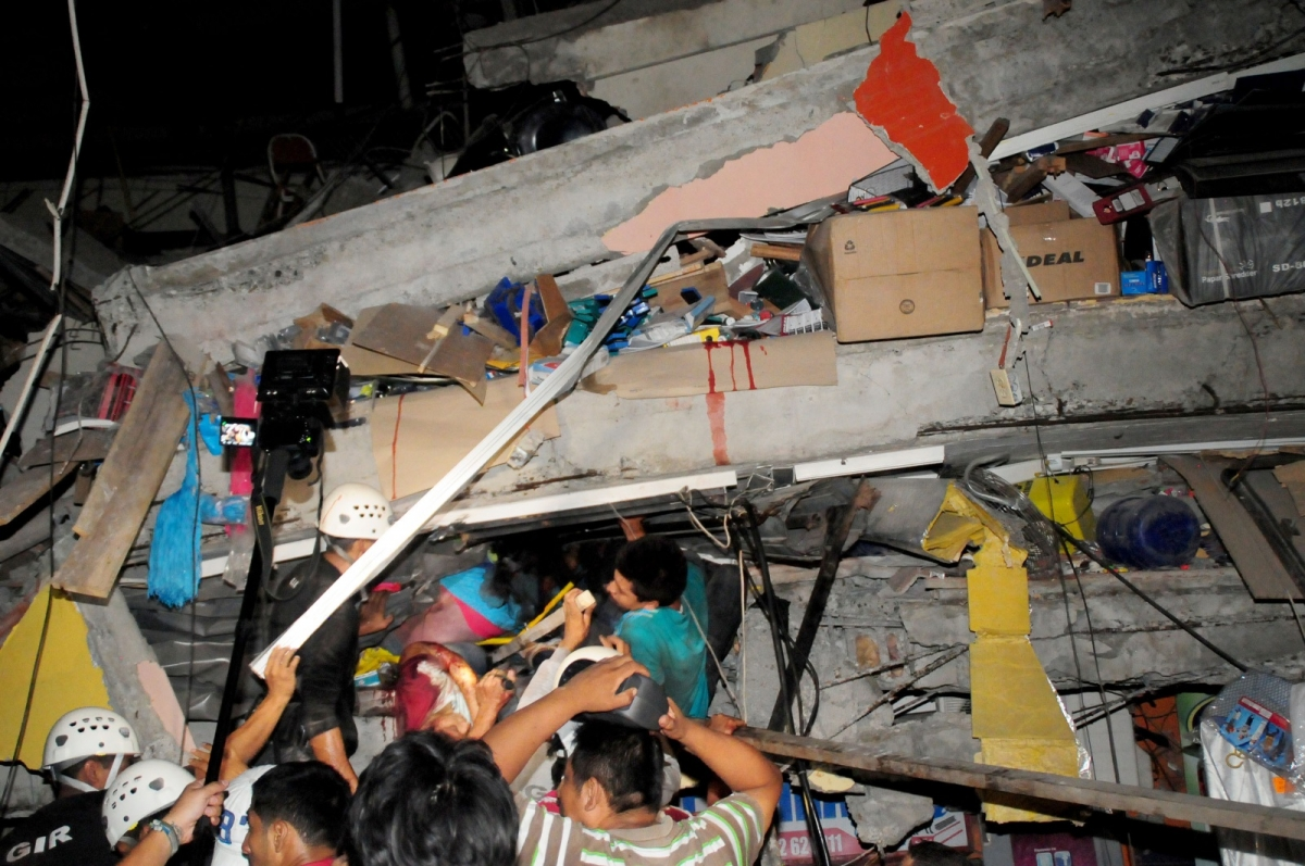 Ecuador earthquake 17 April collapsed building 2