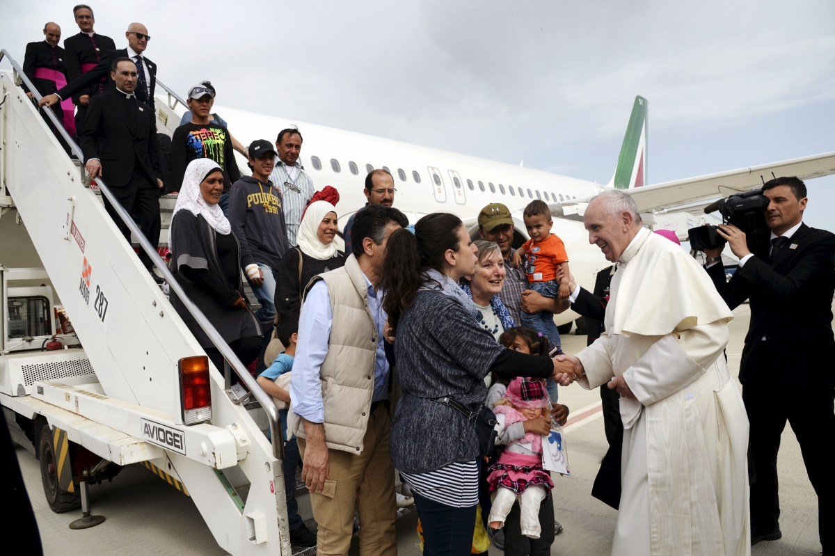 Pope Francis greets refugee families in Rome