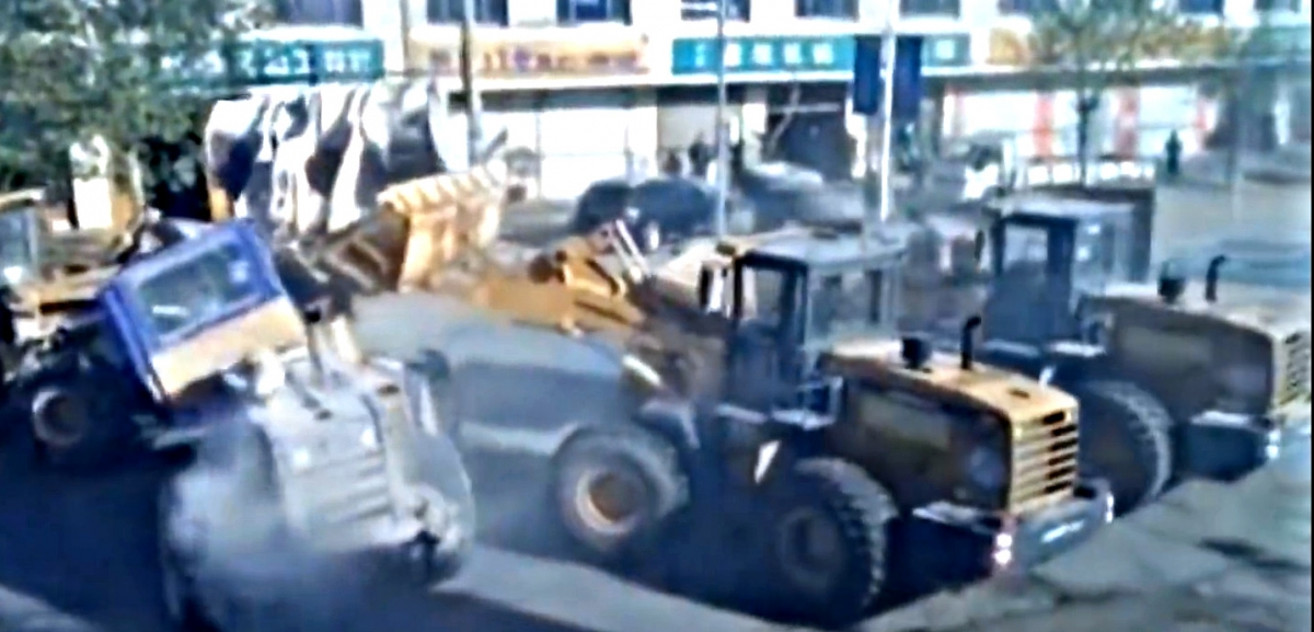 Bulldozer battle in Hebei, China
