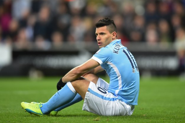 Aguero thinks he should have a penalty