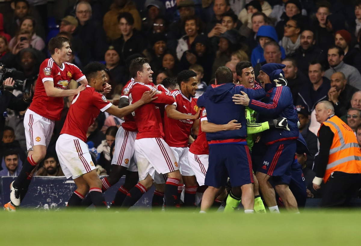Manchester United players celebrate the winning goal