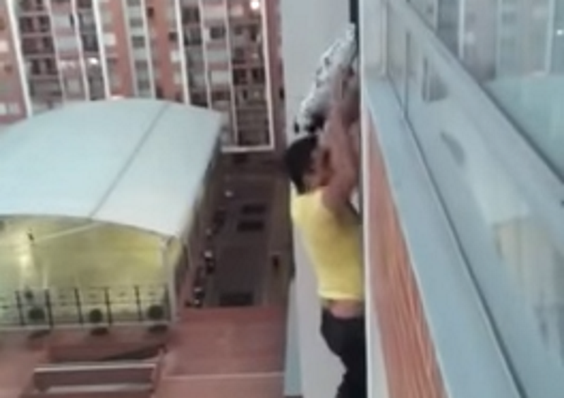 Man who climbed 13th floor balcony to rescue puppy is for 13th floor south africa