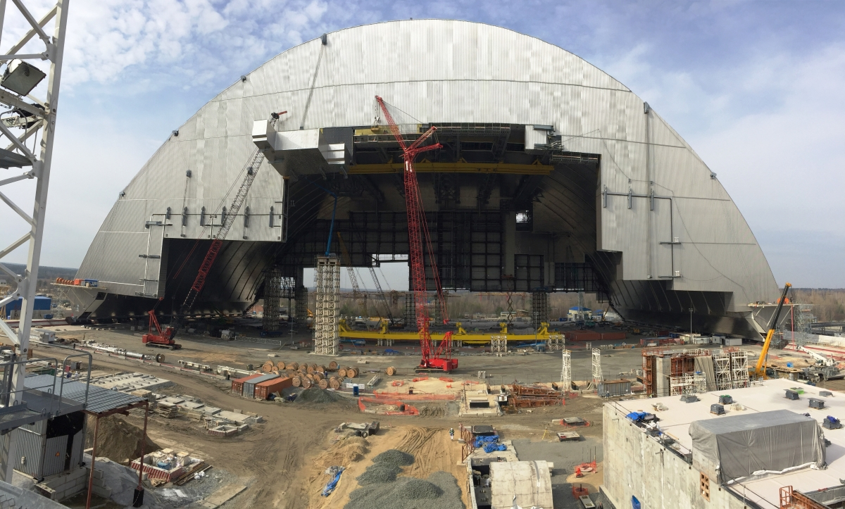 cranes new safe confinement