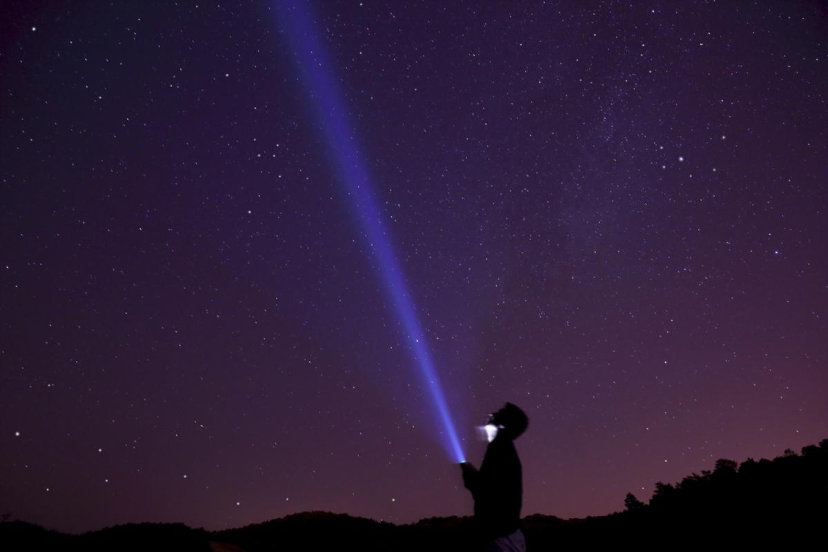 Testing Unruh radiation waves on Earth