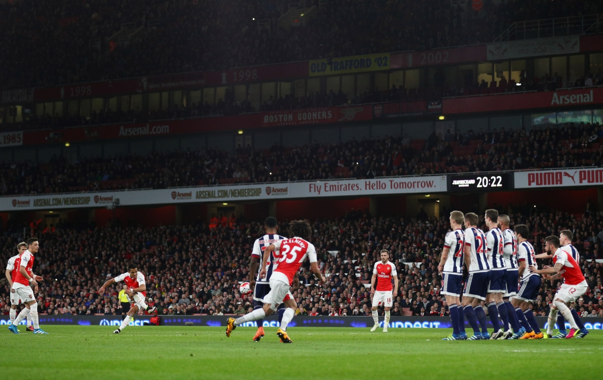 Alexis scoring the second goal