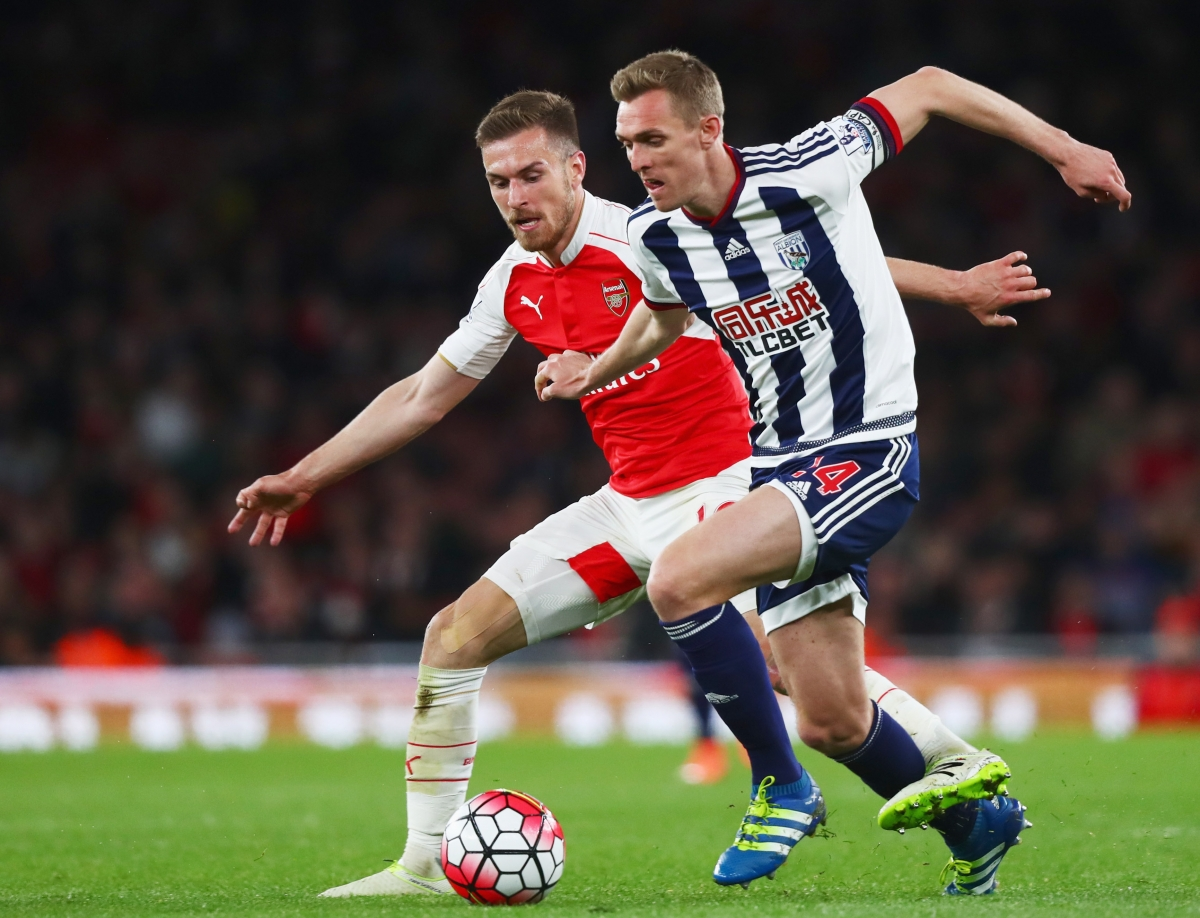 Darren Fletcher (right) battles with Aaron Ramsey