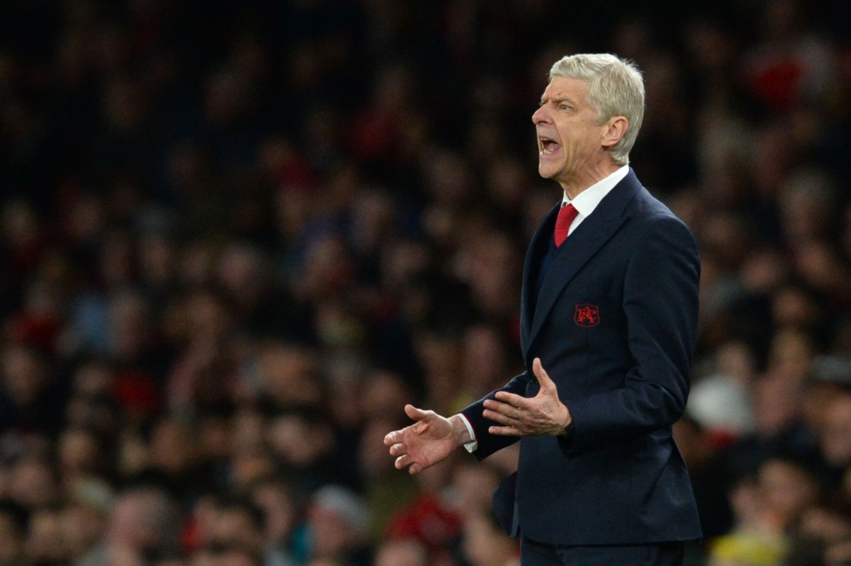 Arsene Wenger urges his players on