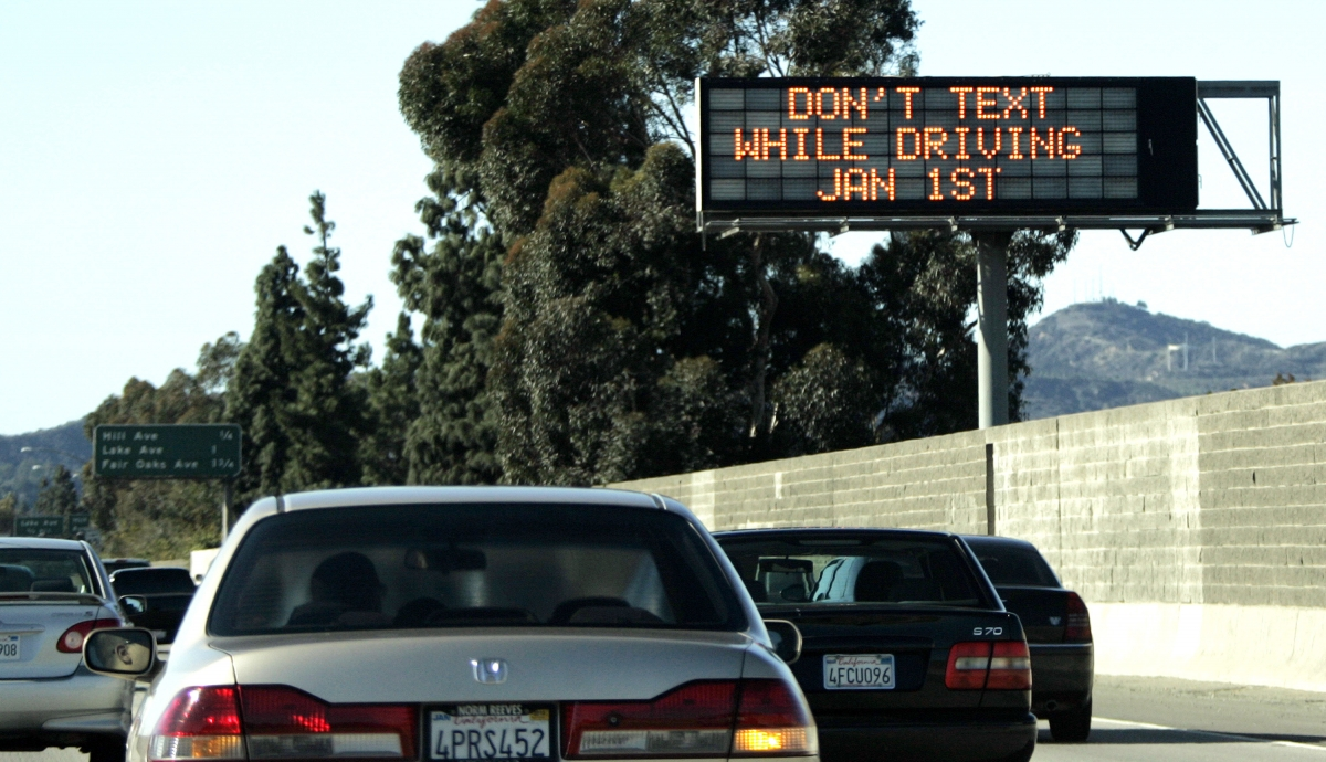 Federal Agency trolling Twitter users who text and drive to give them a stern talking to