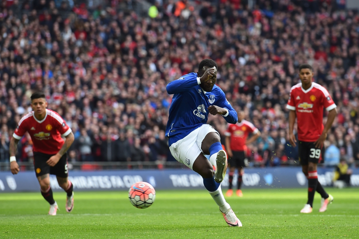 Lukaku misses from 12 yards