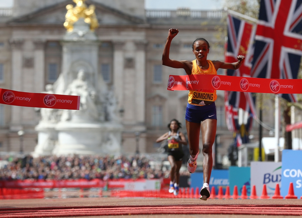 Jemima Sumgong crosses the finish line