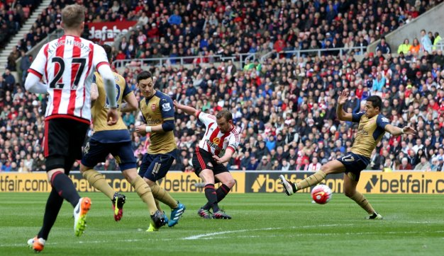 Lee Cattermole shoots at goal
