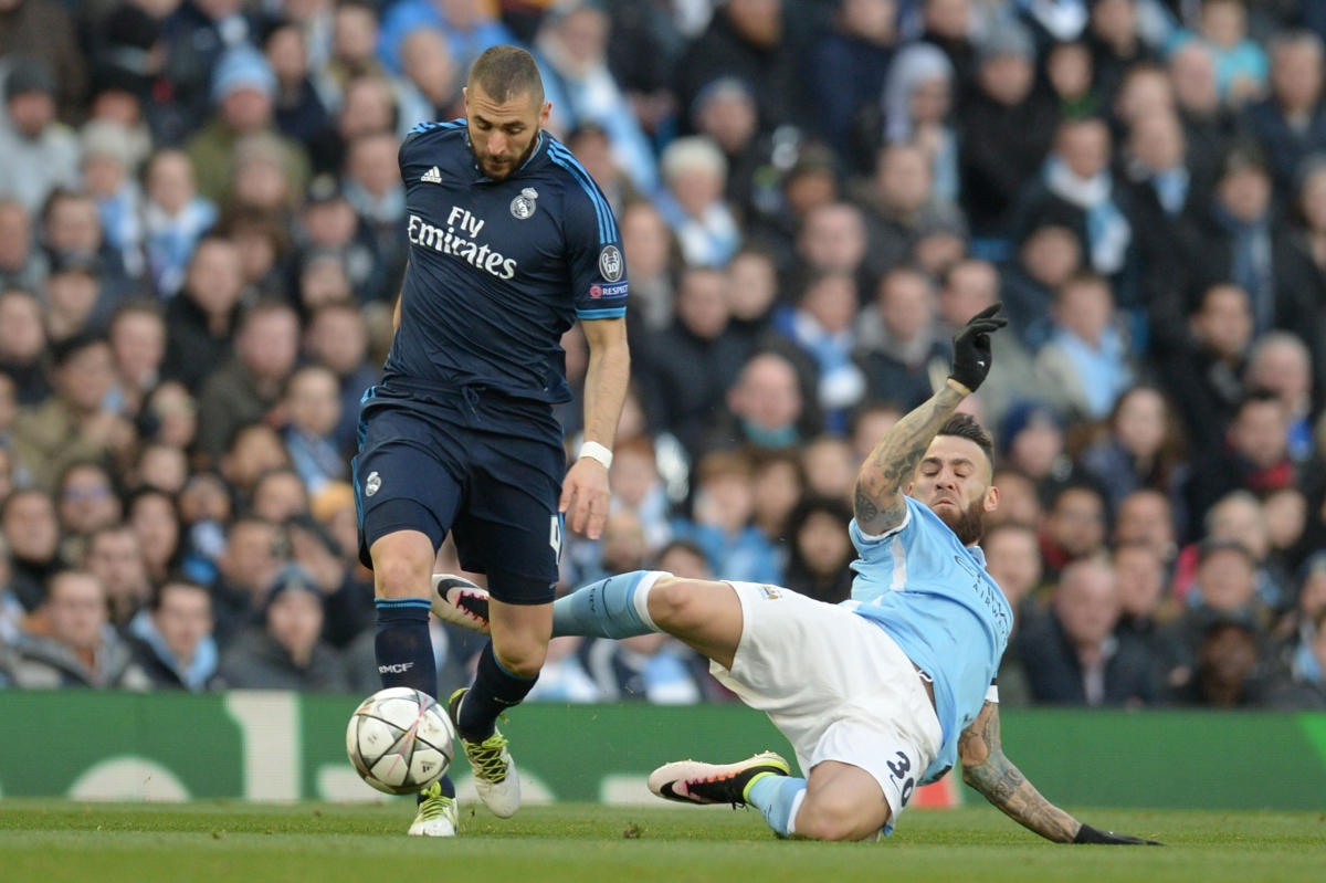 Karim Benzema wins the ball